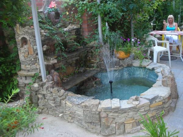 Двор с фонтаном своими руками