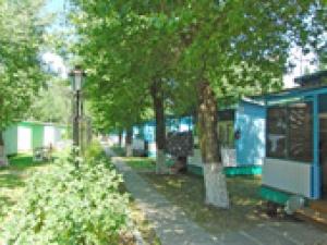 База отдыха «Белый лебедь». Адрес: Краснодарский край, Анапский р-н.,  г-к. Анапа, Пионерский пр-т, 233.