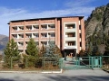 Отель «Горный». Адрес: Карачаево-Черкесская, Теберда,  , расположен при вьезде в Джамагатское ущелье..