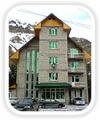 Отель «Чыран-Азау». Адрес: Кабардино-Балкарская, Приэльбрусье,  Азау, у подножия горы Эльбрус, вблизи соснового леса.