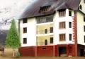 Отель «Эльбрусия». Адрес: Кабардино-Балкарская, Приэльбрусье,  Терскол, расположен между горнолыжными склонами Чегет и Азау..